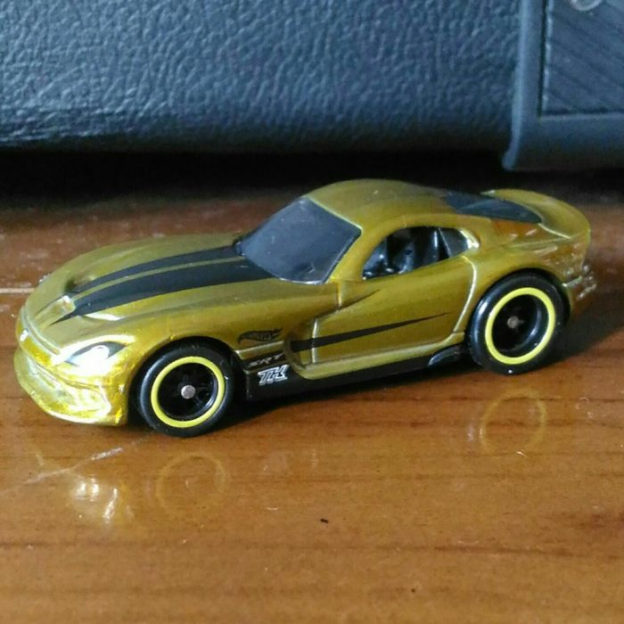 Hot Wheels langka super treasure hunt 2013 SRT Viper